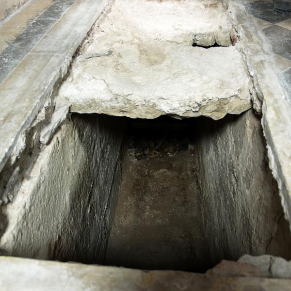 Interior del sepulcre amb les restes conservades (Autor: Javier Chillida)