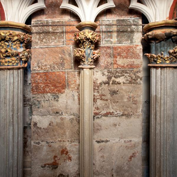 Columna oest, de pedra calcària, reposada al segle XIX (Autors: Carles Aymerich i Ramon Maroto Centre de Restauració de Béns Mobles de Catalunya)
