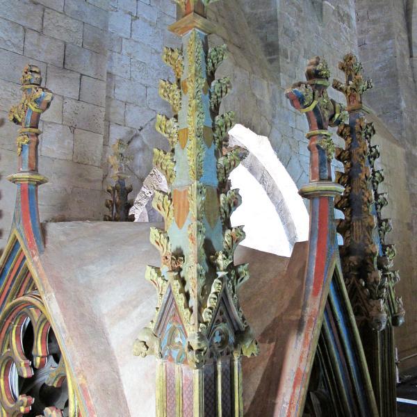 Pinacle reconstruït sobre el baldaquí l'any 1959. Les restes de l'original es conserven als magatzems del monestir de Santes Creus (Autor: Javier Chillida)