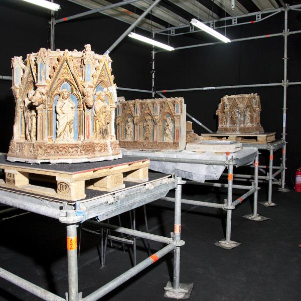 El taller de restauració bastit a la mateixa església de Santes Creus (Autors: Carles Aymerich i Ramon Maroto Centre de Restauració de Béns Mobles de Catalunya)