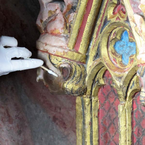 Detalls de la policromia abans i després de la restauració (Autor: Javier Chillida)