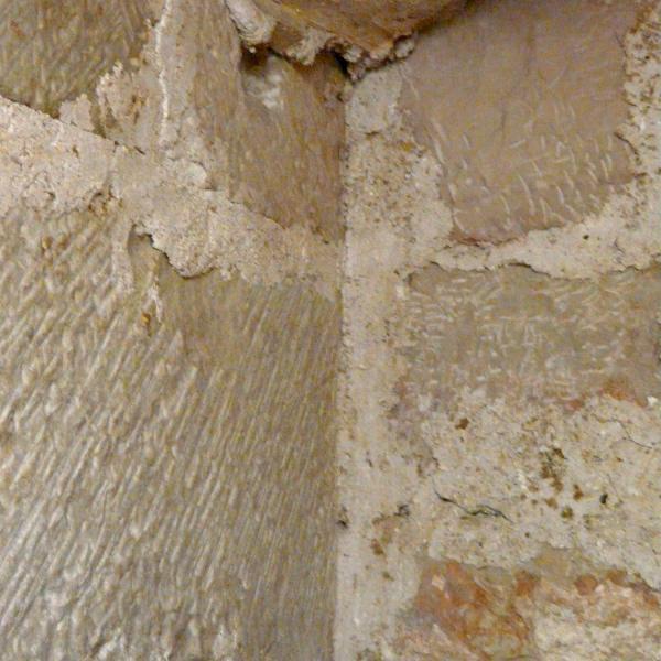 Detall de les parets interiors de la tomba (Autor: Carme Subiranas)