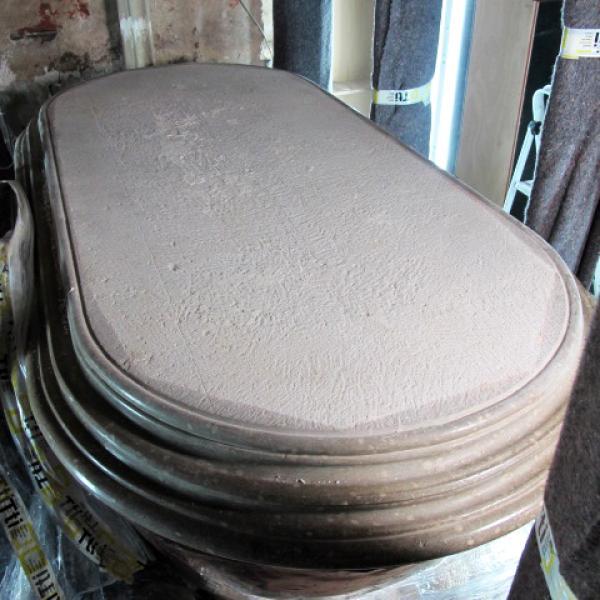 Vista general de la tapa nummulítica de pedra de Girona que cobria el sarcòfag de Pere el Gran (Autor: Carme Subiranas)