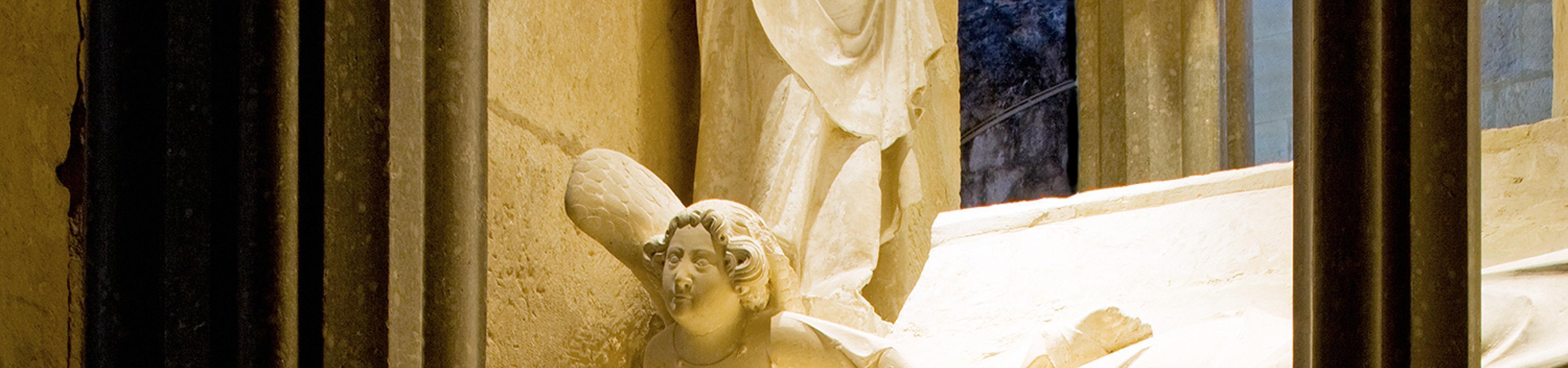 La tomba de Jaume II i Blanca d'Anjou, amb l'escultura jacent que representa la reina (Autor: Pepo Segura)
