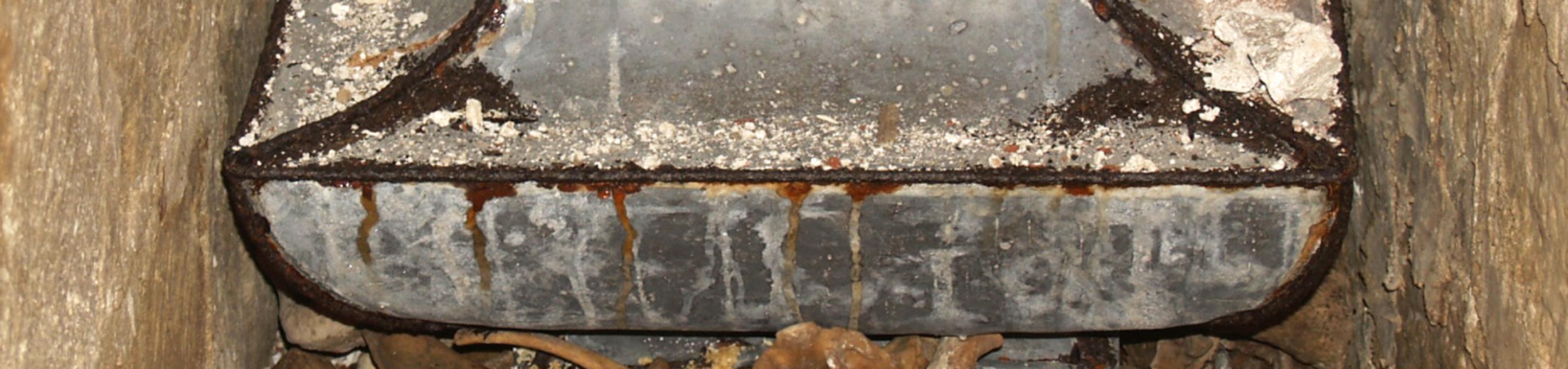 Restes conservades a l'interior del sepulcre (Autor: Maria Pujals)